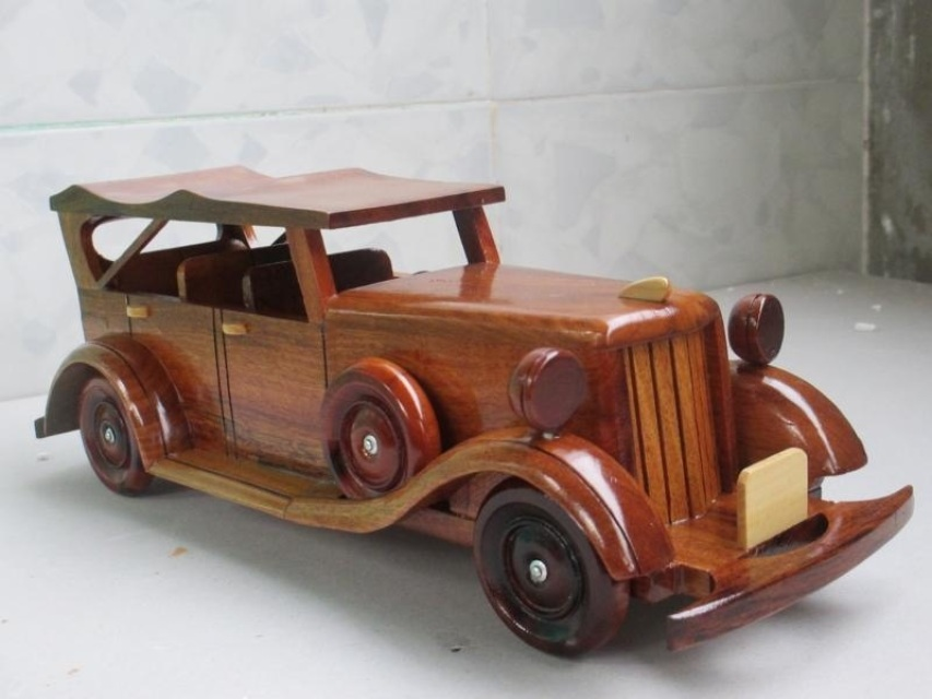 WC007 – Old-Fashioned Car – World Designs Inc